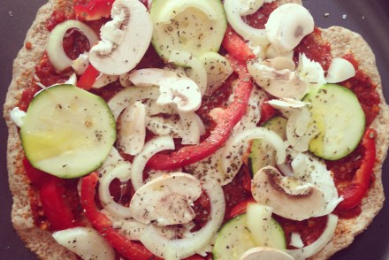 Healthy wholemeal veggie pizza