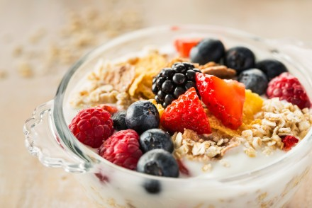 Porridge topped with fruit
