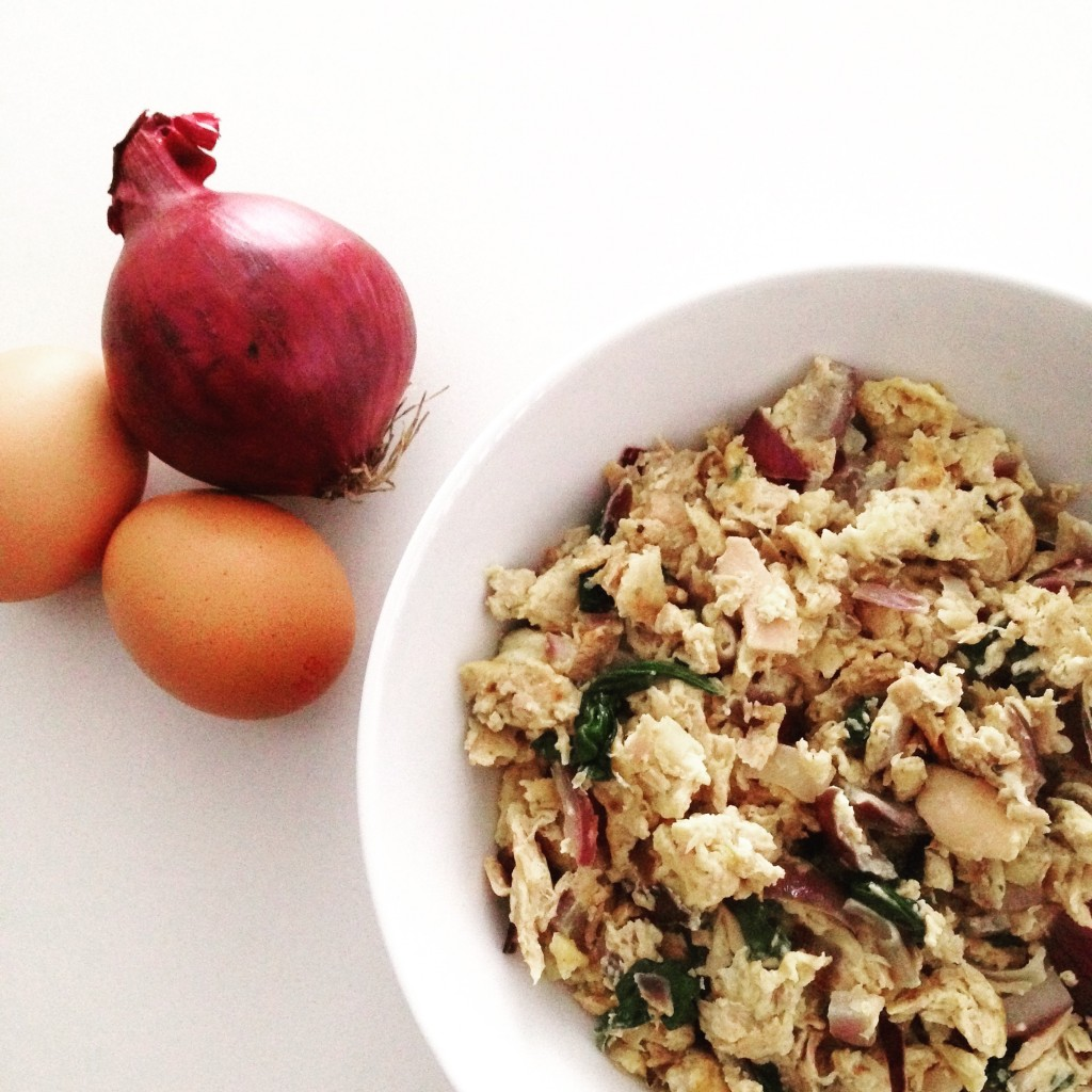 Tuna, red onion and egg scramble recipe