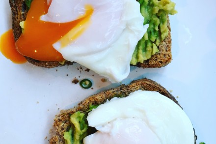 Healthy avocado toast with poached eggs recipe