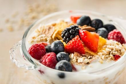 Porridge topped with fruit